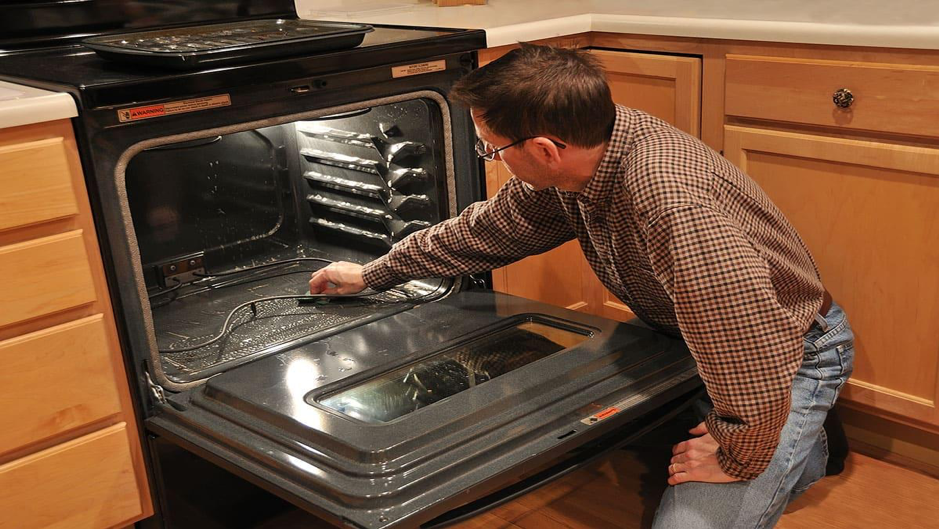 Keeping A Clean Oven