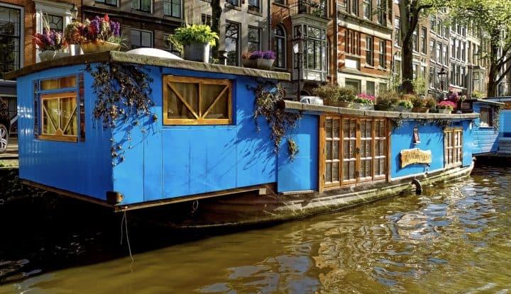 Houseboat Suburbia